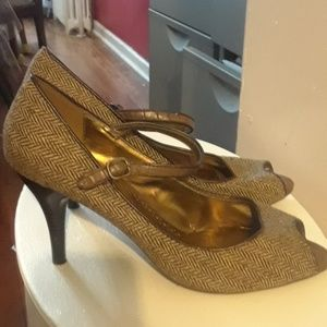Shoes - Predictions heels size 9.5